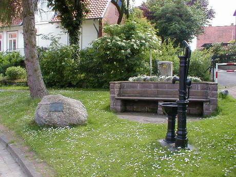 Lenthe Parkbank und Wasserpumpe©Stadt Gehrden